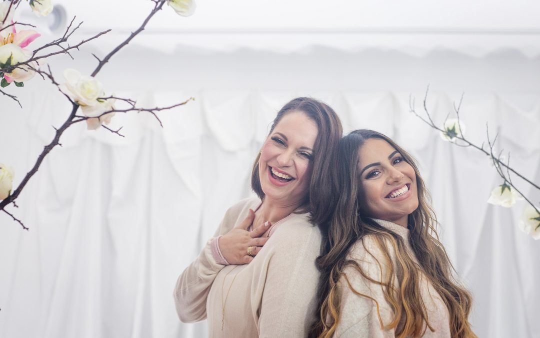 Gabriela Rocha y Christine D´Clario                                                                    graban «Lugar Secreto» en Español.